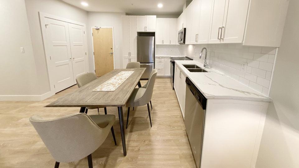 Suite-409-kitchen